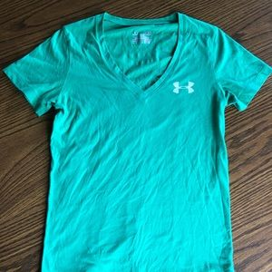 Green Under Armour graphic v-neck
